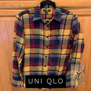Lightweight flannel plaid shirt with long sleeves